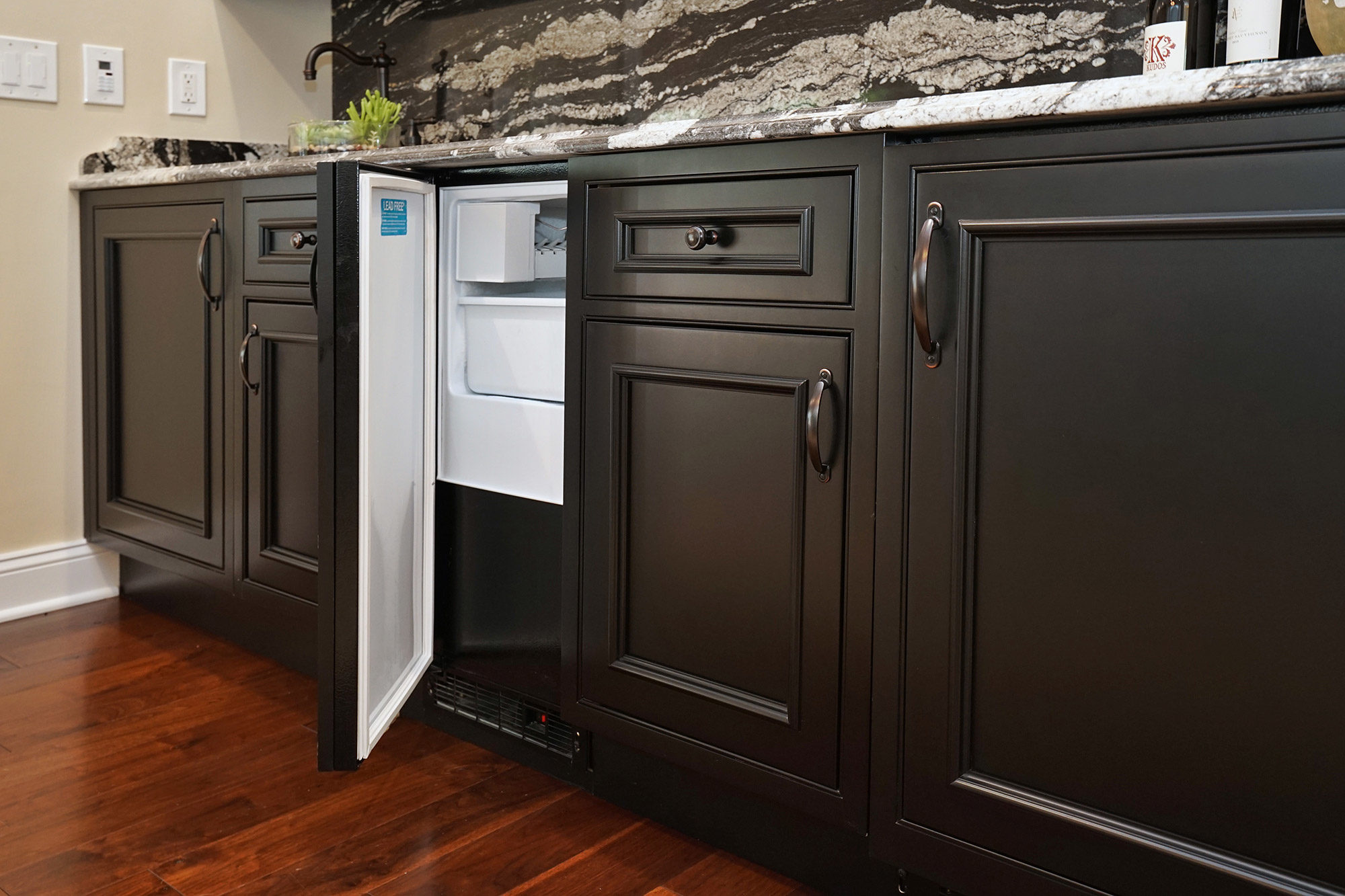 Custom Cabinetry & StarMark Cabinetry