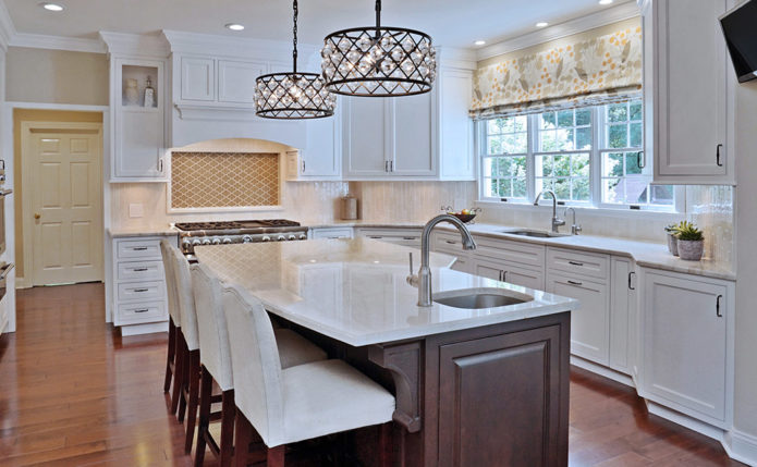 Lebanon Kitchen with Niece Custom Cabinetry & StarMark Cabinetry